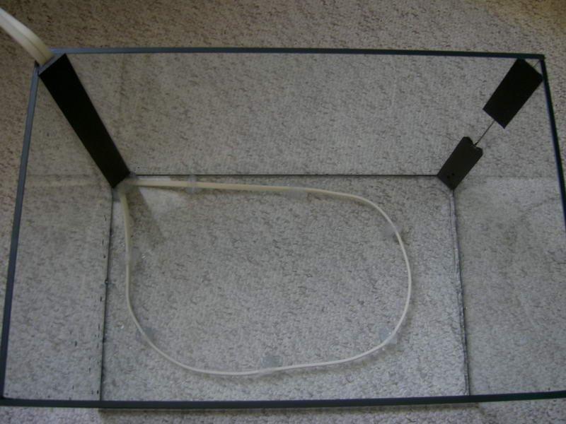 Pohled na p?ilepený topný kabel